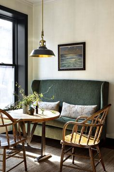 35 Inspiring Small Dining Room Design And Decor Ideas - Your dining room is a space for family meals therefore you are looking for it to have great interior design. But how can you make a small dining room . Dining Room Banquette, Banquette Seating, Dining Table, Nook Table, Dining Sets, Dining Room Inspiration, Interior Inspiration, Interior Ideas, Casa Wabi