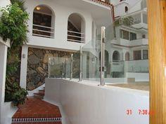 Barandilla en cristal y acero inoxidable. Tenerife