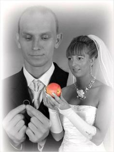 These pictures are funny, but nothing beats the Top 100 photos that will never make it to the wedding album. And this one is also great - Funny Wedding Pictures pics). These pictures a Awkward Wedding Photos, Awkward Pictures, Awkward Family Photos, Wedding Pictures, Strange Pictures, Couple Pictures, Family Pictures, Darwin Awards, Wedding Fail