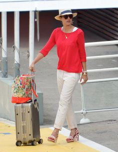 Love Jessica Alba's easy but pulled-together travel look.