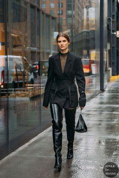 New York Fall 2020 Street Style: Giedre Dukauskaite New York Fashion Week Street Style, Model Street Style, Autumn Street Style, Street Chic, Models Style, Women's 20s Fashion, Fall Fashion Outfits, Winter Fashion, Fashion Ideas