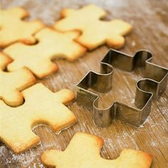 Puzzle cookies — cutter at http://www.coxandcox.co.uk/products/jigsaw-cookie-cutter