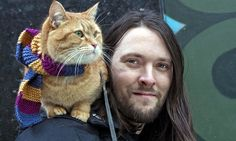 """Os lo adelantamos hace tiempo, pero ahora se confirma por parte de varios medios en U.K. La novela James Bowen y un gato callejero llamado Bob será llevada al cine. """"Según Variety, el actor británico Luke Treadaway ha sido el elegido para protagonizar esta emotiva e inspiradora historia de cómo el músico callejero James Bowen encontró un objetivo en su vida al recoger al gato Bob de las calles. Estos hechos reales se relatan en la novela Un gato callejero llamado Bob, todo un éxito de…"""