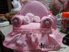 Sofá de boneca feito com material reciclado e pode torna-lo peso porta Passo-a-passo.