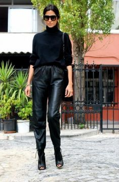 How To Wear Turtlenecks (Without Looking Like Your Mom how to wear a ., How To Wear Turtlenecks (Without Looking Like Your Mom how to wear a turtleneck, leather joggers. Leather Trousers Outfit, Leather Jogger Pants, Joggers Outfit, Trouser Outfits, Sweater Outfits, Work Trousers, Pullover Outfits, How To Wear Joggers, How To Wear Leggings