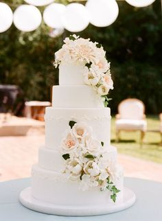 Featured Photographer: Sylvie Gil; Wedding cake idea.