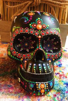 Sugar Skull Artwork, Sugar Skull Painting, Sugar Skull Decor, Sugar Skull Makeup, Dot Painting, Sugar Skulls, Bar Mexicano, Colorful Skulls, Day Of The Dead Skull