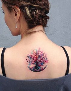 What is a watercolor tattoo and what are the pros and cons of watercolor tattoos? Undoubtedly this style is one of the most spectacular forms of body art. Stylish Tattoo, Trendy Tattoos, Small Tattoos, Flower Tattoos, Feminie Tattoos, Luna Tattoo, Tattoo Life, Moon Phase Tattoo, Roots Tattoo
