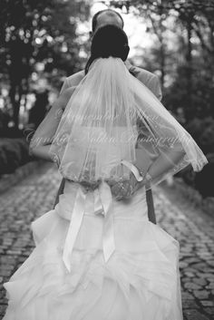 bride and groom pose / poses / hands Groomsmen Poses, Groom Poses, Wedding Posing, Couple Things, Picture Ideas, Cute Couples, Flower Girl Dresses, Wedding Photography, Hands
