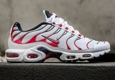 Nike Air Max Plus Tuned 1 Kombat. The Fall season has lead us to yet another pair of the Nike Air Max Plus Tuned 1 landing overseas. Nike Air Max Plus, Cheap Nike Air Max, Sneakers Shoes, Sneakers Fashion, Roshe Shoes, Adidas Shoes, Tn Nike, Basket Style, Kanye West