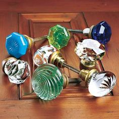 Antique Vintage Decor When I grow up, my house will have glass door knobs. My mom's house has these on every door. - How to use vintage knobs to give interior doors a classic look. Vintage Door Knobs, Door Knobs And Knockers, Antique Door Knobs, Glass Door Knobs, Knobs And Handles, Knobs And Pulls, Door Handles, Drawer Pulls, Antique Doors