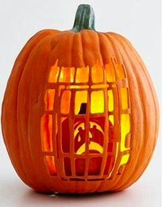 The Best Halloween Pumpkin Designs & Ideas for you! Greet trick-or-treaters have a creepy and fun Halloween with simple, easy-to-carve pumpkin ideas! Fete Halloween, Halloween 2017, Holidays Halloween, Halloween Treats, Halloween Pumpkins, Halloween Halloween, Halloween Quotes, Pumpkin For Halloween, Halloween Pumpkin Carvings