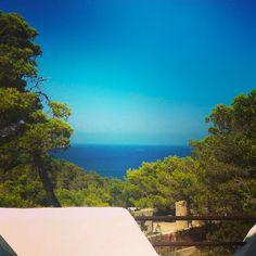 Aurélien du Berry (@aurelienduberry) sur Instagram: Ibiza's hotel view !  Ibiza's trip souvenirs #Ibiza #Spain #awesome #sun #goodtime #ig_europa #view #beautiful #sea #travel #summer #eivissa #holidays #landscape #photography #instamood #igaddict #bestoftheday #instadaily #picoftheday #instagood #photooftheday #follow #sky #likes #nature #ibizalife #island #beach #spain #instagram