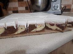 Feketeerdő szelet, ezzel a sütivel a siker mindig garantált! Vanilla Cake, Tiramisu, Minion, Sweets, Snacks, Ethnic Recipes, Food, Recipies, Sweet Pastries