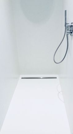 Bathroom Plants Sleek PU wall and cast floor in shower in a modern bathroom Lawn Mower Spare Parts T New Bathroom Designs, Modern Bathroom, Master Bathroom, Modern Shower, Tadelakt, Small Bathroom Storage, Bathroom Plants, Washroom, Home Deco
