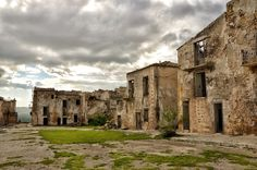 The Ghost Town, Poggioreale, Sicily, Italy Old Abandoned Buildings, Abandoned Mansions, Abandoned Places, Sicily Italy, Cool Countries, Old Barns, New City, Ghost Towns, Urban Decay