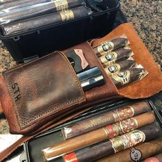 Good Cigars, Cigars And Whiskey, Zigarren Lounges, Leather Cigar Case, Cigars And Women, Cigar Art, Cigar Club, Premium Cigars, Cigar Cases