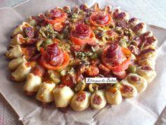 Eltoquedebelen nos enseña a preparar una masa de pizza que queda a la vez crujiente y ligeramente esponjosa. Descubre qué ingredientes le a puesto luego.