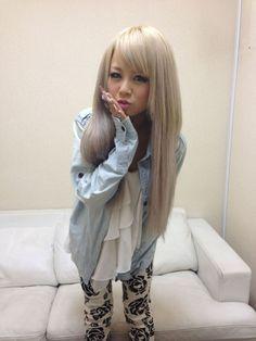 金髪な私服。 Aiba Reika さん。