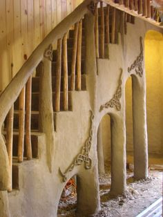 Another pinner says: mud knots on mud stairs. MUST have knotwork and protective pagan symbols in our home! Cob Building, Green Building, Building A House, Adobe Haus, Earthship Home, Mud House, Tadelakt, Natural Homes, Earth Homes