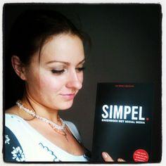 Katja Boroenina @KatjaBCom    Erg blij met het boek #simpel! En het is ook nog #gesigneerd door de auteur, @jwalphenaar! #positief #leuk