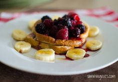 French Toast with Fruit and Maple Syrup | Slimming Eats - Slimming World Recipes