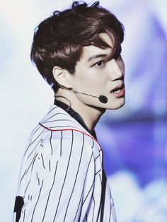 It is just me or does Jongin look like he's out of twilight or something? not a fan, but it just looks like that baseball scene LOL