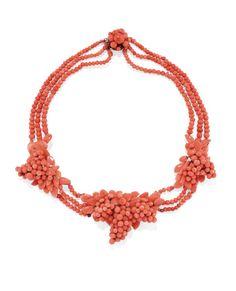 94. PARURE IN ORO, ARGENTO E CORALLO, XIX SECOLO composta da una collana, un bracciale, una spilla, un pettinino ed un paio di orecchini tutti decorati con un motivo di grappoli decorati con sfere di corallo e coralli incisi, con astuccio stima € 2.500 - 3.500 Coral Jewelry, Jewelry Art, Vintage Jewelry, Ancient Jewelry, Rocker Chic, Jewerly, Crochet Necklace, Bling, Brooch