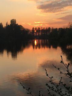 Sunset over the river Thames. Berkshire, UK. 16/04/20