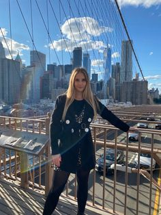#brooklynbridge #nyc #nyfw #photoshoot #photoinspiration #aesthetic #posesparafotos #poses #photography #nycblogger #streetstylefashion #streetstyleoutfits Best Cities, Golden Hour, Brooklyn Bridge, Louvre, Nyc, Photoshoot, Street Style, Poses, Future