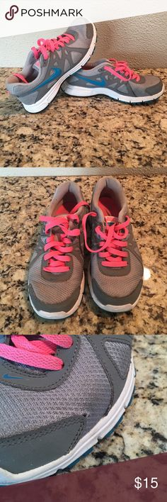 Nike Tennis shoes Used Nike Tennis Shoes. Small tear noted in pic. Nike Shoes Sneakers