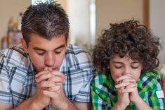 ¿Por qué es necesario que enseñemos a nuestros hijos a orar? El me enseño a orar My Children, How To Introduce Yourself, Believe In God, Family Stock Photo, Christian Devotions, Prayer Prayer, Brother, Crafts For Kids, Prayers