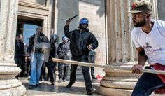 https://www.dailymaverick.co.za/article/2016-09-20-in-photos-wits-students-clash-with-security/#.WmsXdIKxXow