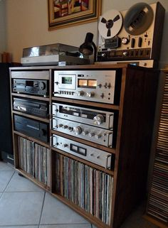 Audio room The Effective Pictures We Offer You About vintage Audio Room A quality pict. Stereo Cabinet, Record Cabinet, Vinyl Room, Vinyl Record Storage, Home Studio Music, Audio Room, Living Room Remodel, Living Rooms, Deco Design