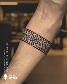 Wrist Band Tattoo, Forearm Band Tattoos, Tribal Arm Tattoos, Body Art Tattoos, Sleeve Tattoos, Geometric Tattoos, Tribal Band Tattoo, Band Tattoo Designs, Armband Tattoo Design