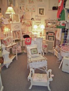 """The Polka Dot Closet: Announcing A New Series """"What Sells and What Doesn't: Antiques Booth in Orlando, Florida"""""""