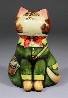 Joan and David De Bethel (of Rye, Sussex) - Papier-mache cat with golden yellow glass eyes, decor