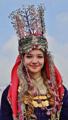 Traditional bridal headgear from the Edremit district (Balıkesir province). Style: rural, mid-20th century.