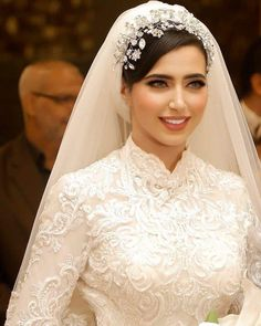 Hijabi Wedding, Muslimah Wedding Dress, Muslim Wedding Dresses, Wedding Dress Necklines, White Wedding Gowns, Dream Wedding Dresses, Bridal Dresses, Bridal Hijab, Weeding Dress