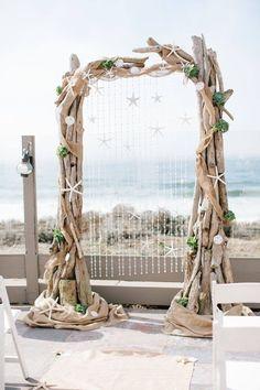 04 large driftwood wedding arch decorated with shells and star fish - Weddingomania Wood Wedding Arches, Wedding Arch Rustic, Wedding Altars, Seaside Wedding, Beach Weddings, Driftwood Wedding, Driftwood Beach, Beach Wood, Beach Backdrop