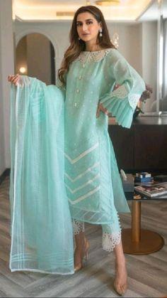 Simple Pakistani Dresses, Pakistani Dress Design, Pakistani Outfits, Indian Outfits, Latest Dress Design, Stylish Dress Designs, Stylish Dresses, Modest Fashion Hijab, Indian Fashion Dresses