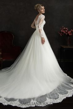 Wedding dress Nubia - AmeliaSposa. Winning classic silhouette accompanied by trendy elements. A game of contrasts, where such baroque elements as laced finish get balanced with a bold naked back will make a breathtaking impression making the gown unique.