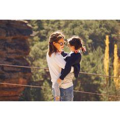 ¡Good morning! A por otro día de aventuras 💛💛💛 Gracias por la foto @mispadresmolan_ Me encanta verme con ella 😍#conmiradademadretravel #molinadearagon #castillalamancha #virgendelahoz #juliaymama #mijulie #deprofesionmamarazzi #likemotherlikedaughter #acozyfall