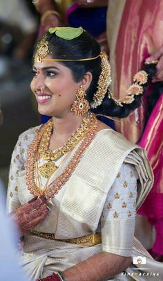 Gold And Silver Earrings Hoops Info: 9520053828 Sneha Reddy, Indian Gold Jewellery Design, Bridal Jewellery, Saree Blouse Neck Designs, Rangoli Designs, Handmade Silver, Passion For Fashion, Silver Jewelry, Silver Earrings