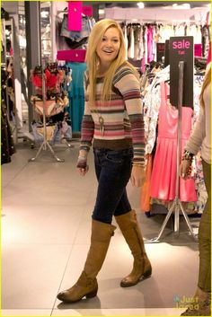 bella thorne olivia holt top shoppers in chicago!!!!!!!!!!!!!!!!!!!!!!!