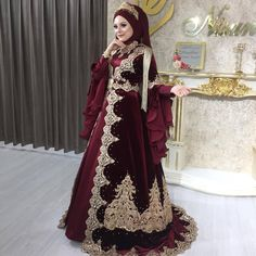 Image may contain: one or more people and standing people dresses muslim turkish NİSANUR KAFTAN EVİ💎 on Instag … - Moyiki Sites Modest Fashion, Hijab Fashion, Fashion Dresses, Muslimah Wedding Dress, Dress Wedding, Simple Hijab, Home Fashion, Fashion Illustration Dresses, Most Beautiful Dresses