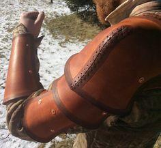 Hey, diesen tollen Etsy-Artikel fand ich bei https://www.etsy.com/de/listing/266113164/hardened-leather-pauldron-shoulder-armor