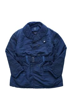 "Porter Classic  - SUPER NYLON SHAWL COLLAR COAT - BLUE| Porter Classic スーパーナイロン ショールカラーコート ブルー|ポータークラシックを代表する人気シリーズ、""SUPER NYLON""の新型ショールカラーコート。 高密度ナイロンを用いたオリジナルファブリックに、中綿入りの防寒仕様。ミリタリーベースに使い勝手の良いショールカラーと、スーパーナイロンシリーズでおなじみの高機能でクールなデザインが魅力。 使い込むほどにデニムのように色落ちが楽しめる、唯一無二の染色技術を駆使して完成したインディゴブルーは、自分だけの最高の一着を育ててくれます。 Porter Classic, Men's Fashion, Raincoat, Bomber Jacket, Jackets, Moda Masculina, Rain Jacket, Down Jackets, Mens Fashion"