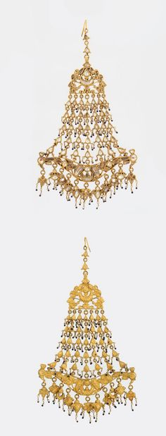 A GEMSET 'JHUMAR' OR HEAD ORNAMENT          Mounted in gold, this 'jhumar' or head ornament weighs approximately 109.360 grams, and is set with rock crystal quartz, weighing approximately 55.00 carats in total, with beautiful metal detailing work on the reverse