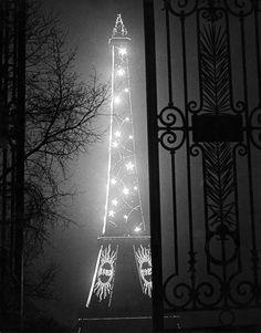 """Les fleurs et La souris • detournementsmineurs:   """"Tour Eiffel"""" par Brassaï,..."""